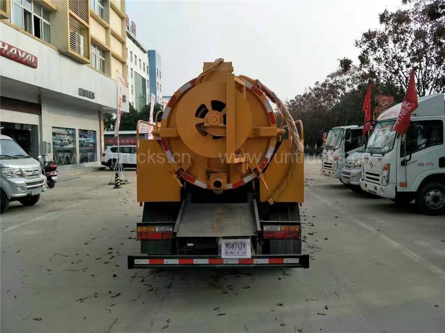 DAYUN 160HP 10000L 4 * 2 하수 진공 흡입 탱커 트럭