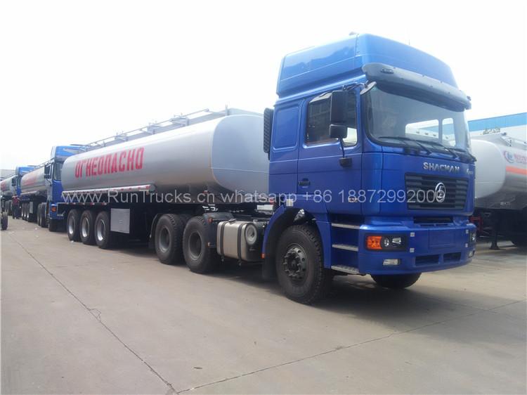 10 unités Le camion-citerne d'huile Shacman livré au port ka
