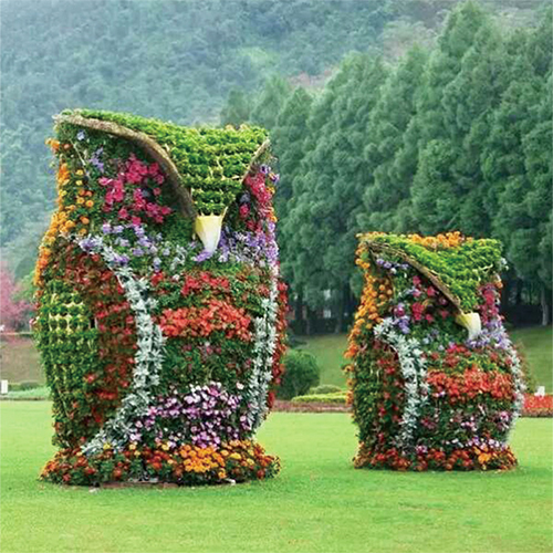 Artificial frame topiary sculpture staute