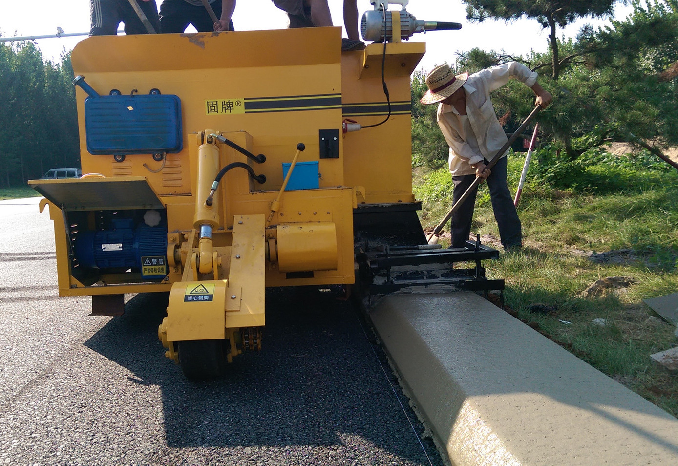 ConcreteRoadCurbandGutter Machine