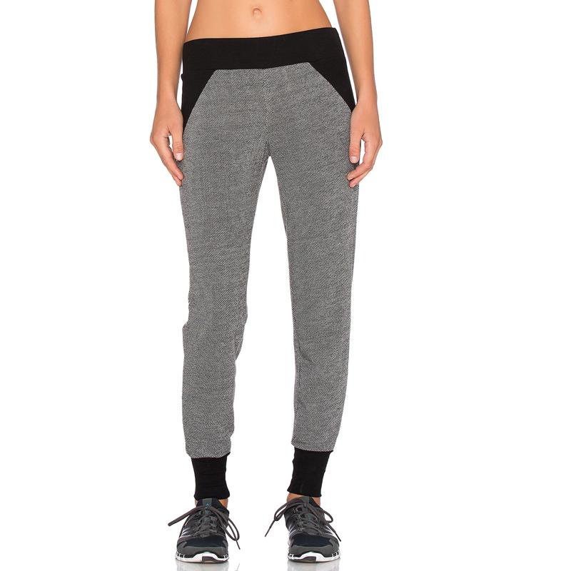 Girl training yoga loose capri pants