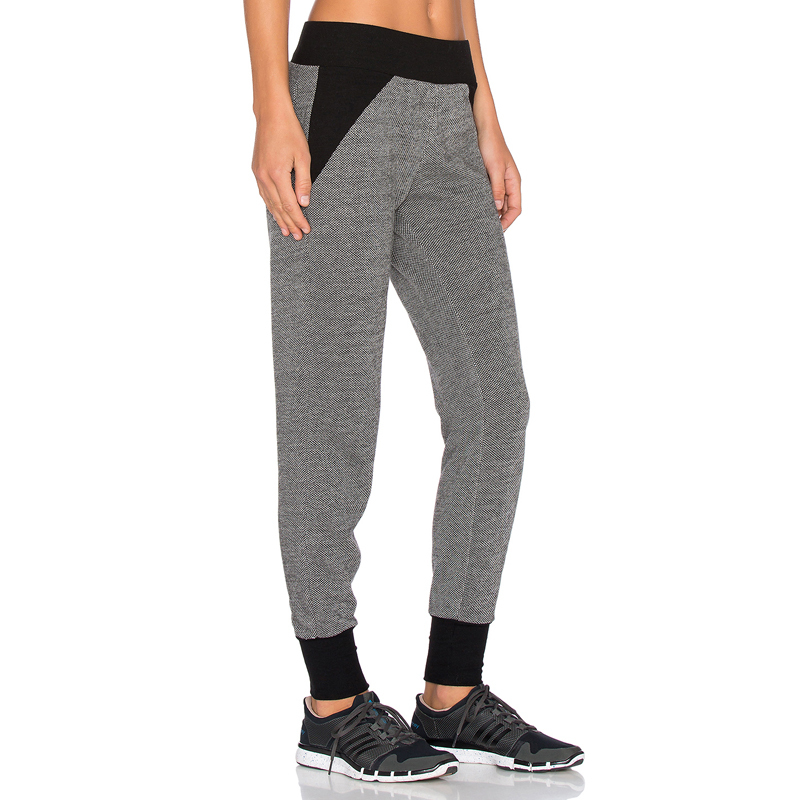 Girl training yoga loose capri pants