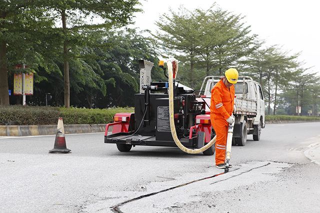 ESUN Released a New 500 Liters Trailer Crack Sealing Machine