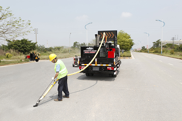 ESUN Launched a New Truck Mounted Crack Sealing Machine