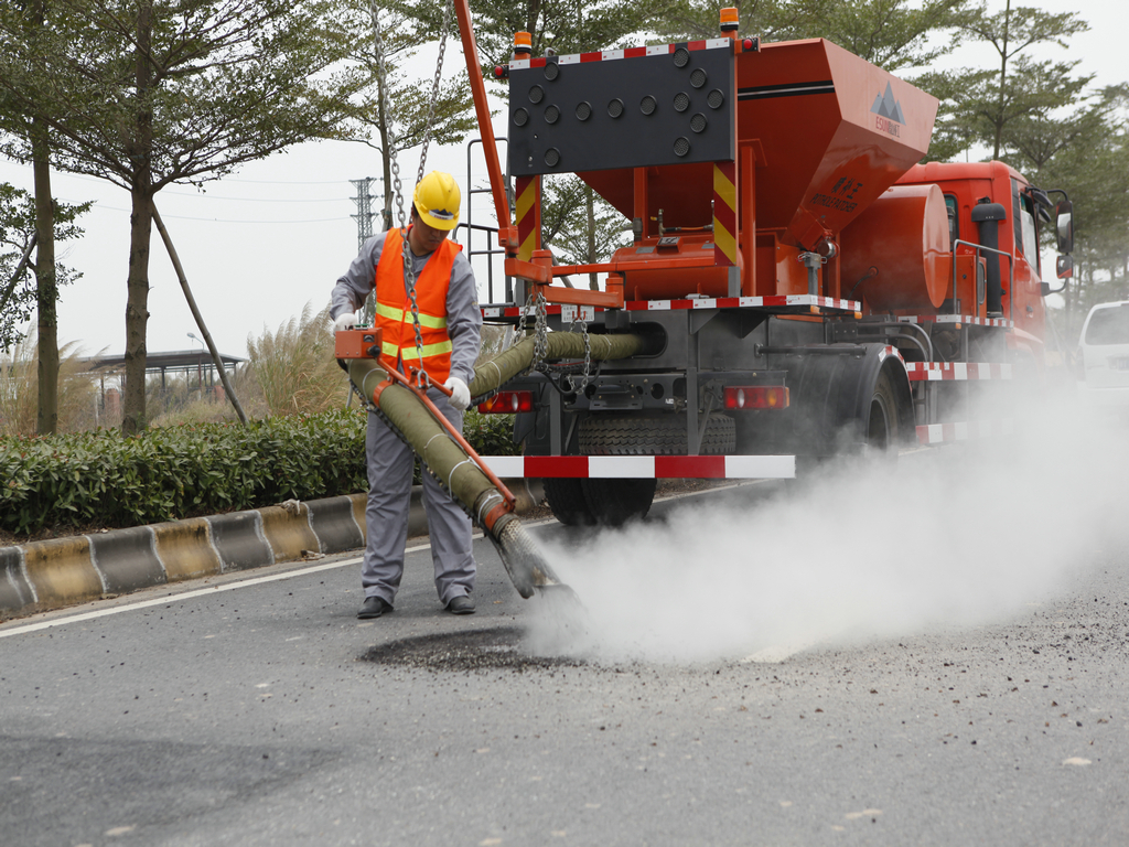 ESUN CPB-4000 asphalt jetpatcher repair the pothole roads