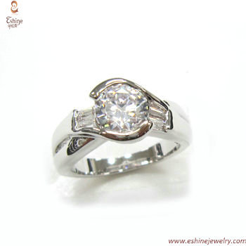 RI3718 - engagement halo ring with twon tones plating & clea