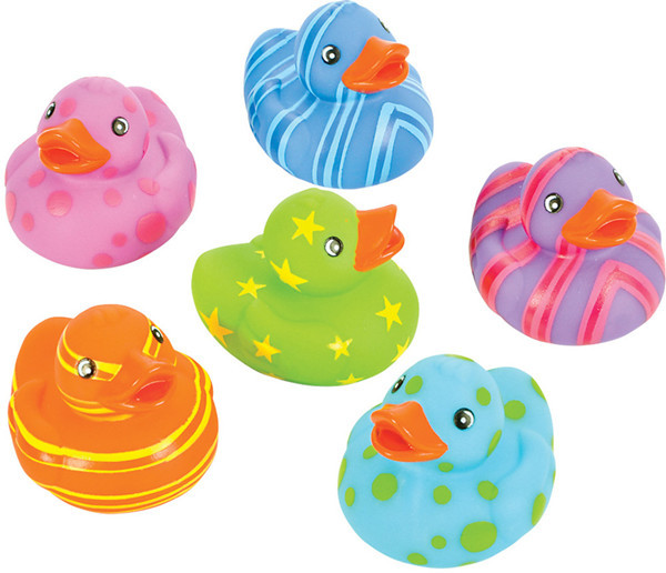 Promotion lovely rubber colorful duck baby bath educational