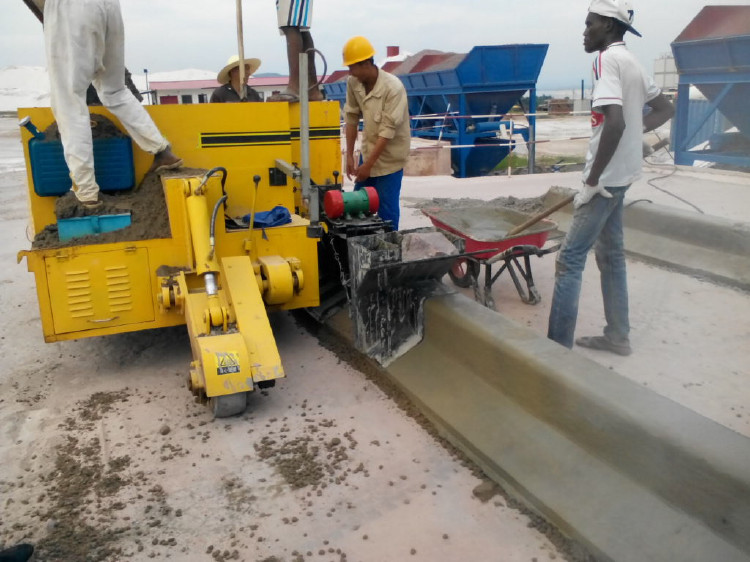 Asphalt Road Curbing Machine / Concrete Curbing Machine