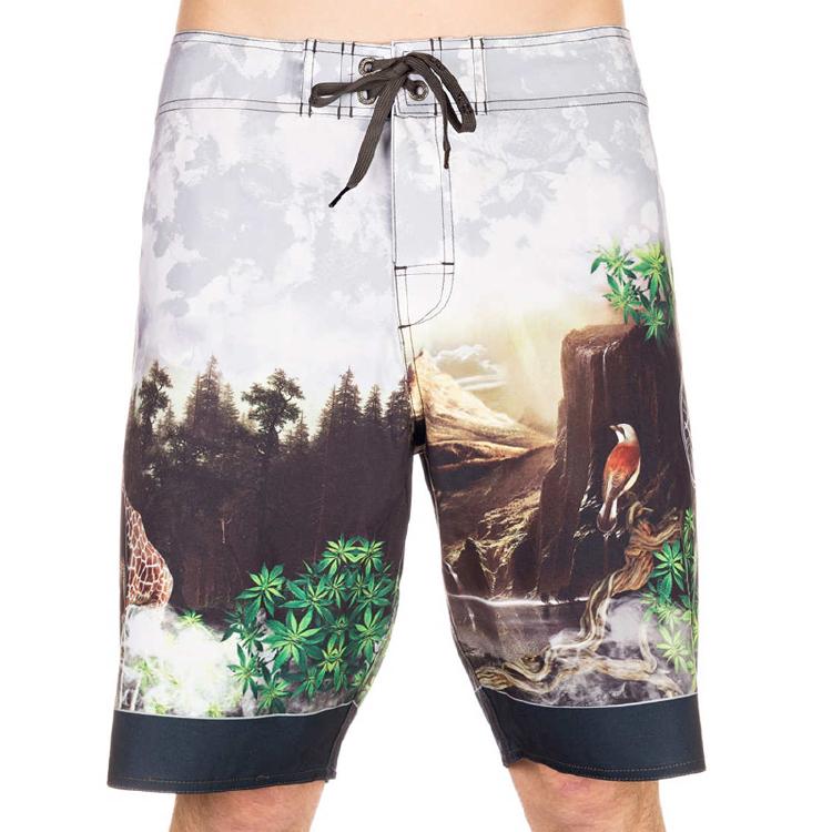 林鸟打印街头穿着海滩装板短裤