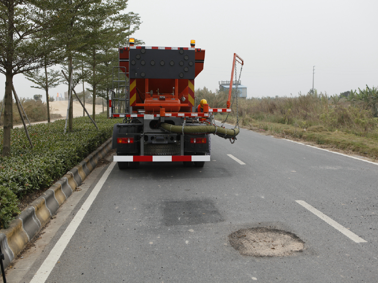 pothole jetpatcher for asphalt emulsion cold repair the road