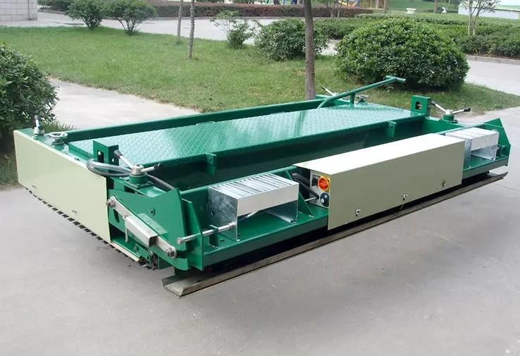 Plastic runway paver machine Rubber particle paver equipment