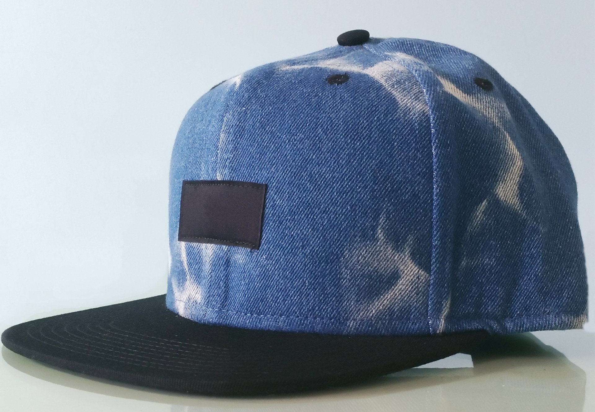 Fashion blue denim cap with black woven label snapback cap