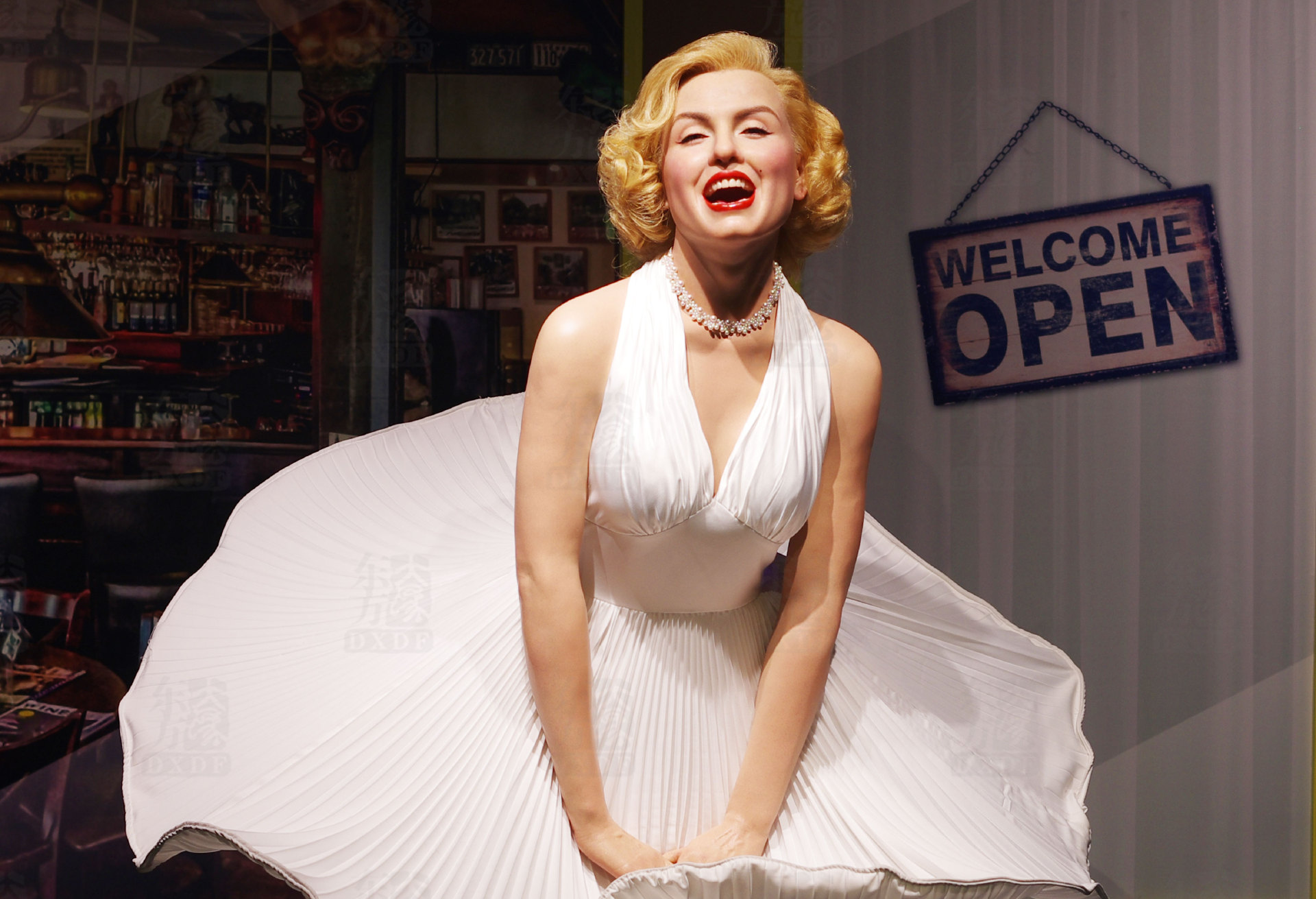 Wax Figure of Hollywood Sexy and Famous Star Marilyn Monroe