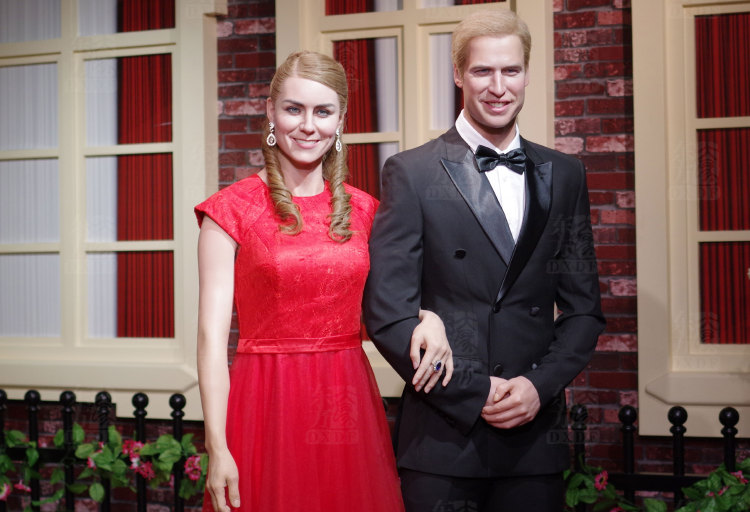 Life size wax statues Prince William and princess Kate